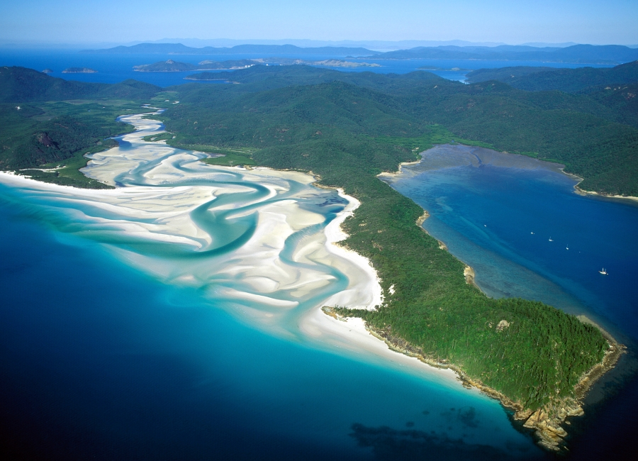 queensland-scenes-Whitehaven-beach-in-the-Whitsunday-island-group.